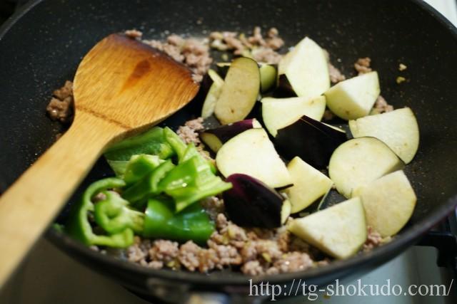 茄子と豚ひき肉の味噌炒めの作り方の手順3の画像