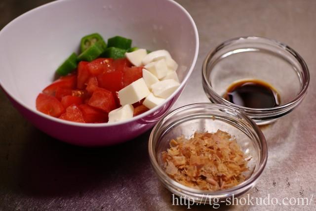 トマトとオクラとモッツアレラのおかか和えの作り方の手順3の画像