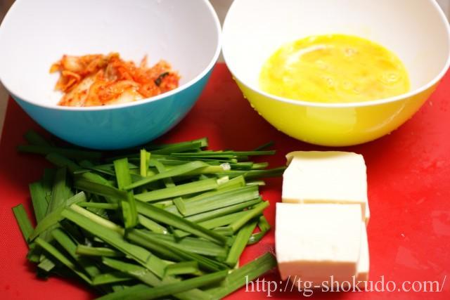 キムチと豆腐のニラ玉炒めの作り方の手順1の画像