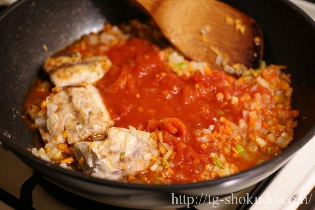 サバと野菜のトマト煮込みの作り方の手順4の画像