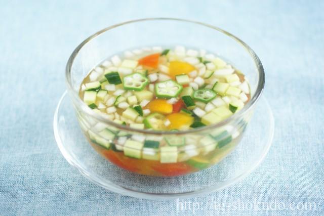 刻み野菜の冷製スープ