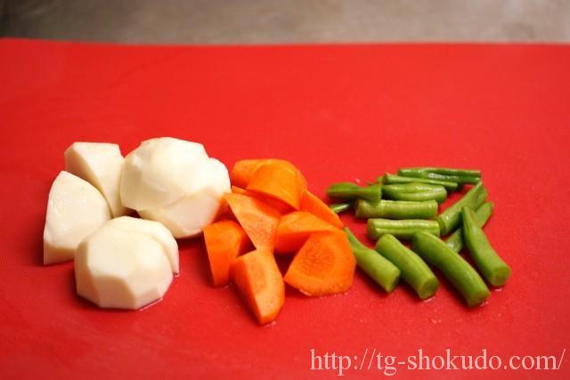 里芋と野菜の煮ころがしの作り方の手順1の画像