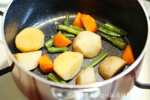 里芋と野菜の煮ころがしの作り方の手順3の画像