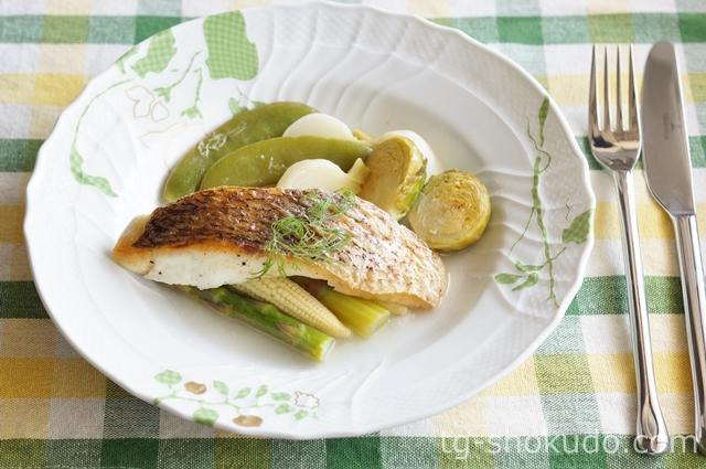 春野菜と鯛の白ワイン蒸し