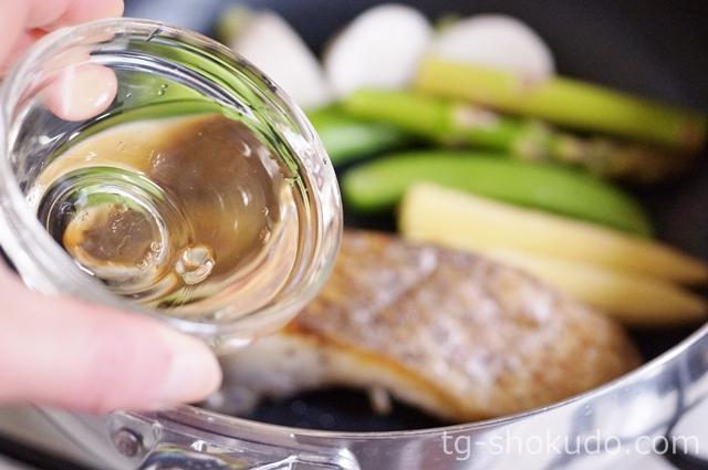 春野菜と鯛の白ワイン蒸しの作り方の手順2の画像