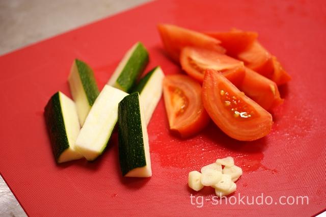めかじきとズッキーニの洋風トマト炒めの作り方の手順1の画像